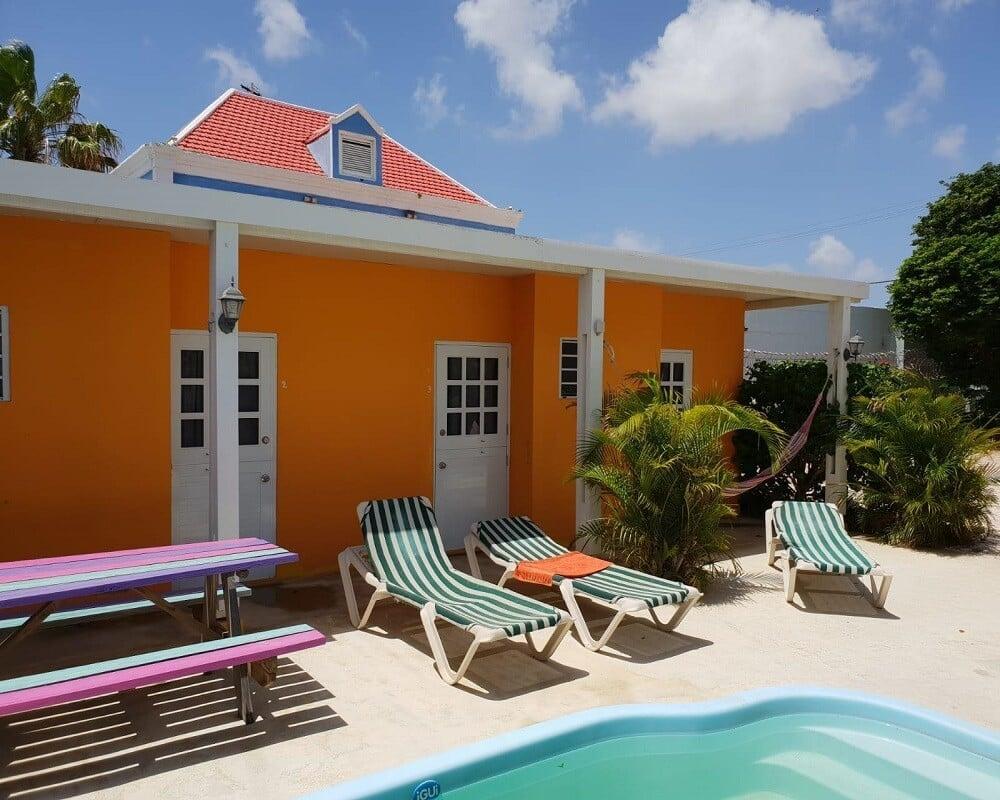 Logement sur Curaçao, la cour d'une maison d'étudiants